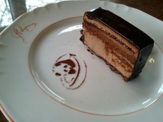 桜とチョコレートケーキ
